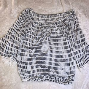 Flowey striped 3/4 sleeve blouse with lace detail
